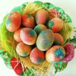 Mandje vol gekleurde paaseieren, copyright Asinila