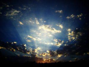 Bewerkte foto van lucht met wolken, copyright Maria Sanchez