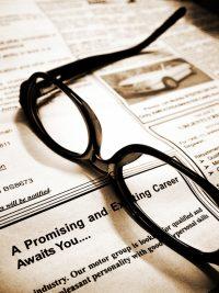 (Lees-)bril op personeelsadvertentie. Copyright foto: John Lee