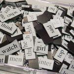 Bak met losse woorden op magneetjes, copyright Brenton Nicholls