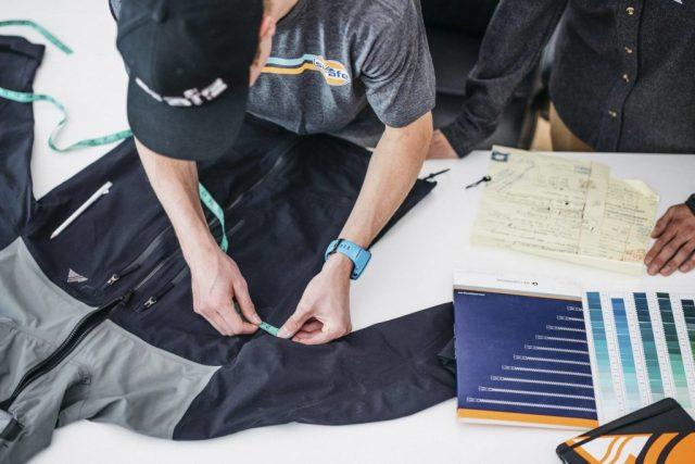 Trabajando con las prendas de Strafe Outerwear