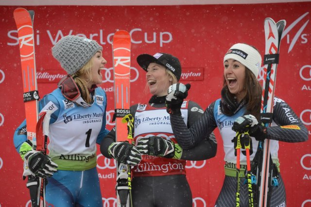 Nina Loeseth, Tessa Worley y una exultante Sofia Goggia, que subía por primera vez a un podio de la Copa del Mundo FOTO: Twitter