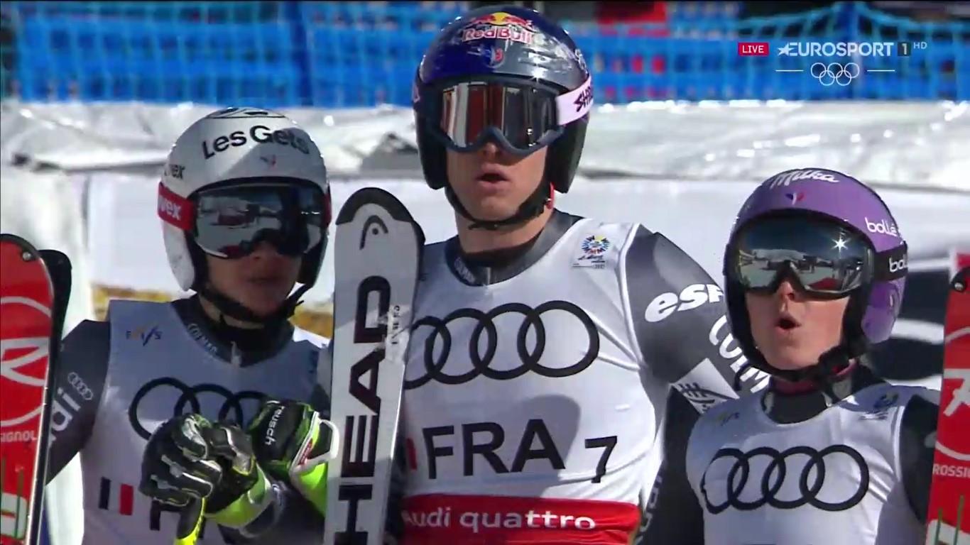 Adeline Baud Mugnier, Alexis Pinturault y Tessa Worley observan la bajada de Mathieu Faivre que les acabaría dando el oro FOTO: Eurosport