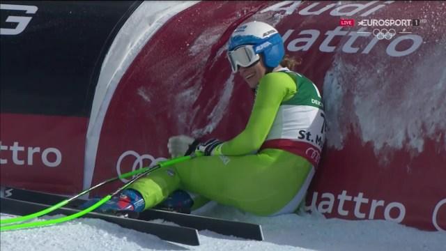Ilka Stuhec se tiró contra la protección cuando vio que había marcado el mejor tiempo en el descenso y que le dio el oro FOTO: Eurosport