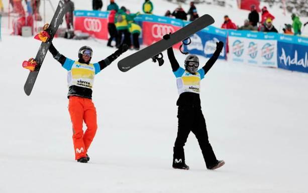 Lucas Eguíbar y Regino Hernández en la meta celebrando el triunfo