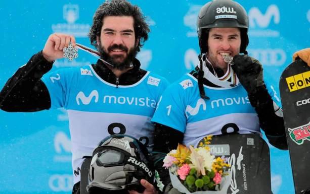 Regino y Lucas celebrando el triunfo en Sierra Nevada