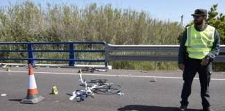 Los restos de la bicicleta del ciclista atropellado