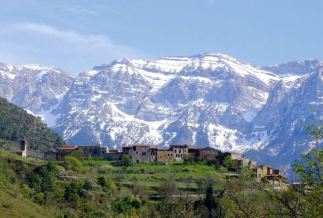 La sierra del Cadí es uno de los mejores acompañantes de la ruta