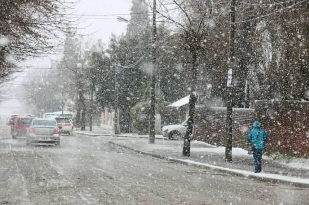 La nevada de Bariloche paraliza la vida diaria