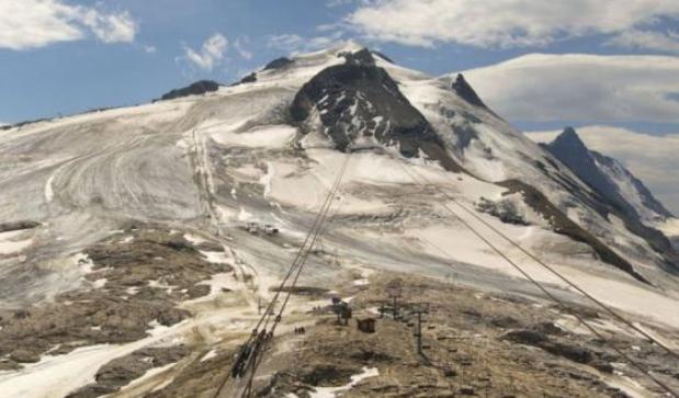 Aspecto grisaceo del hielo en el glaciar de Tignes