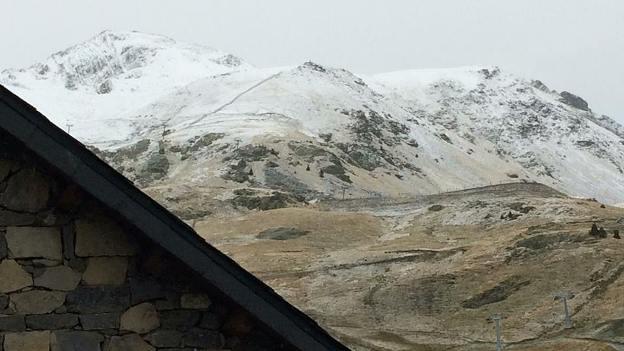 El cambio de tiempo ha dejado las primeras nieves en Boí Taüll