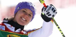 Viktoria Rebensburg celebra su victoria, la 14ª en la Copa del Mundo y más de un año y medio después de la última, en el gigante de St Moritz de marzo de 2016 FOTO: Reuters