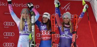Goggia acompañada por Vonn y Shiffrin celebrando el podio TIZIANA FABIAFP-PHOTOGoggia acompañada por Vonn y Shiffrin celebrando el podio TIZIANA FABIAFP-PHOTO