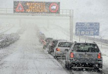La nieve podría causar problemas en las carreteras, por ello se pide que todo el mundo vaya equipado con cadenas
