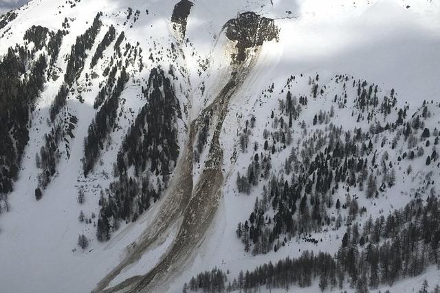 Cuatro personas fueron sepultadas el viernes por una avalancha en Vallon d'Arbi (Suiza). Hay todavía dos desaparecidos