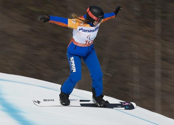 Astrid Fina durante la carrera en la que batió a la holandesa Renske Van Beek y se hizo con el bronce FOTO: Mikael Helsing