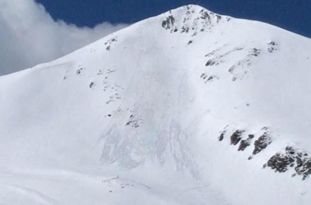Detalle del alud provocado por unos esquiadores en el Cerví de Durro