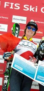 En el podio de una prueba de skicross en Val Thorens, donde acabó segunda en enero de 2015 FOTO: Twitter Simmerling