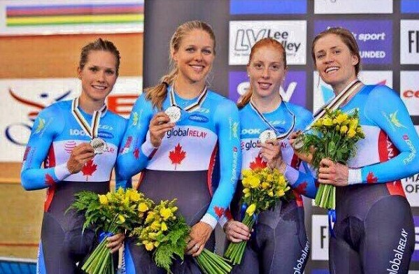 Luciendo el bronce en Río 2016 con el equipo canadiense de persecución FOTO: Facebook Simmerling
