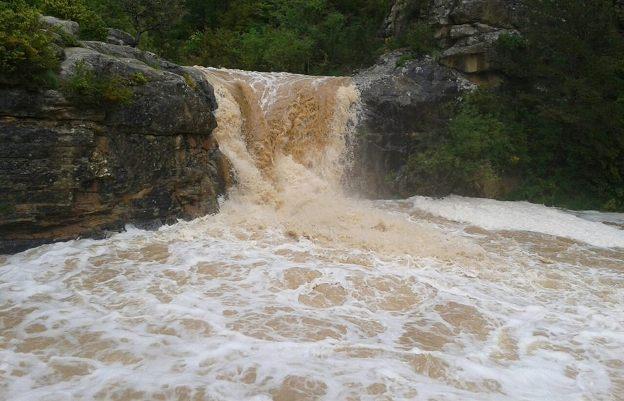 Imagen de archivo del río Arba, a su paso por Luesia, después de varios días d lluvia