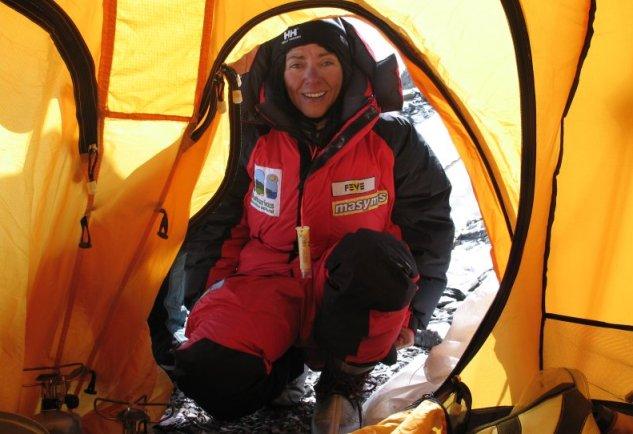 La alpinista Rosa Fernández de camino al Everest en 2005