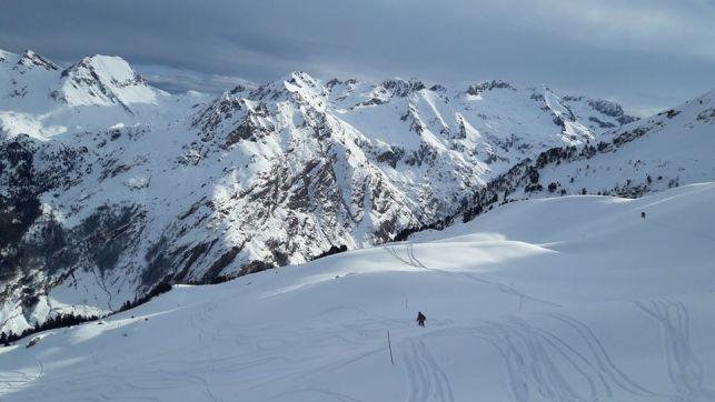 El centro invernal, al otro lado de la frontera, procura grandes dosis de nieve polvo