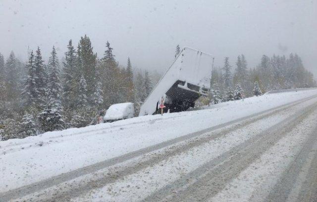 Las carreteras y autopistas registraron más de 250 colisiones