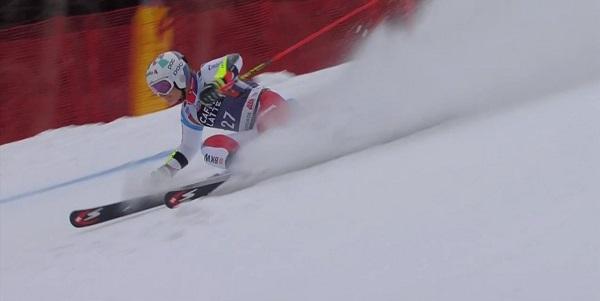 Marco Odermatt se ha caído cuando llevaba tiempos de podio. El joven portento suizo sigue creciendo.