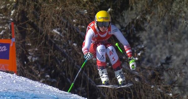 La rodilla derecha, la misma que la tuvo inactiva durante un año, ha obligado a Cornelia Huetter a despedir la temporada.