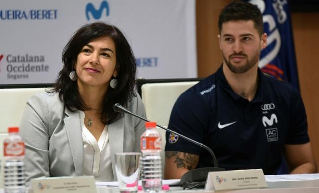 Lucas Eguíbar junto a Maria José Rienda, presidenta del CSD, durante el acto de presentación de la Copa del Mundo de Baqueira Beret