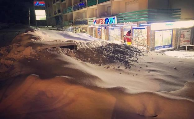 Saint lary enterrada por dos metros de nieve