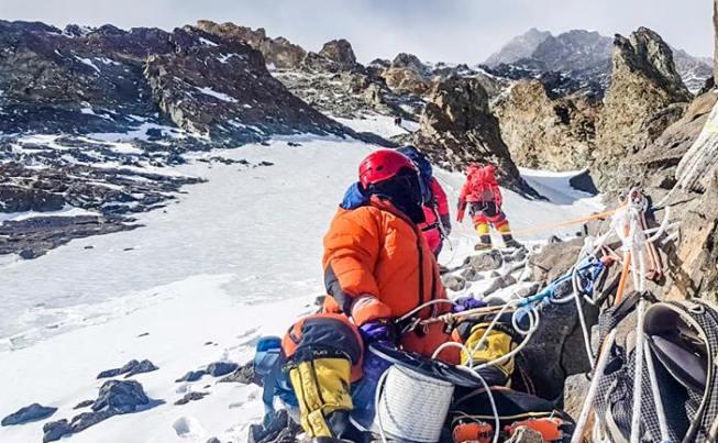 Los alpinistas han llevado con ellos otros 1.200 metros de cuerda