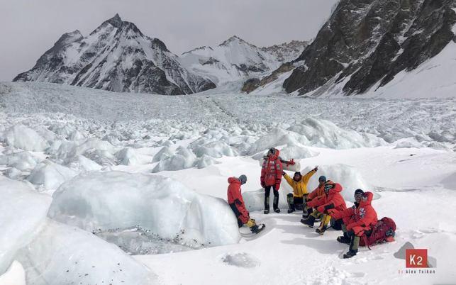 La expedición de Txikon avanza del campo base del K2 a 5.300 metros