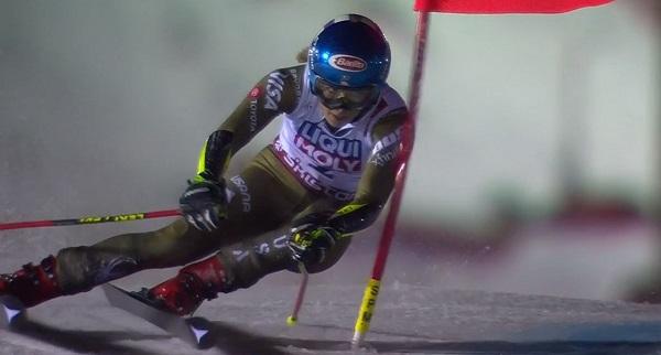 Mikaela Shiffrin, gran favorita junto a Vlhova, se ha conformado con el bronce.