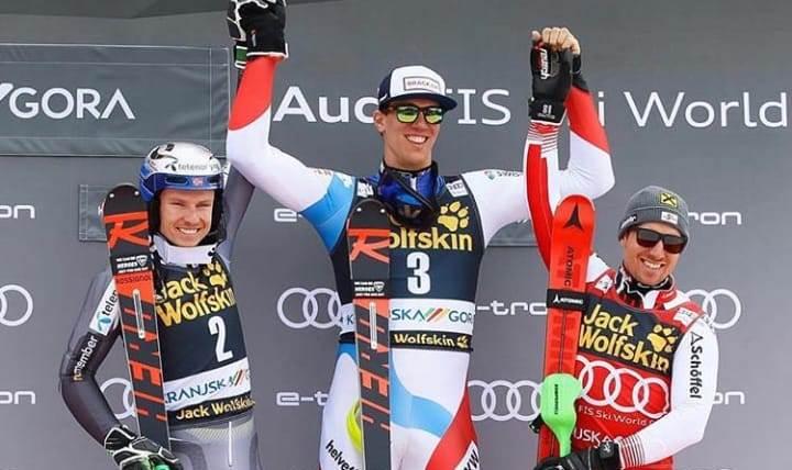 Primera gran victoria de Zenhaeusern, nada menos que derrotando a Kristoffersen y Hirscher. FOTO: Marca/AFP