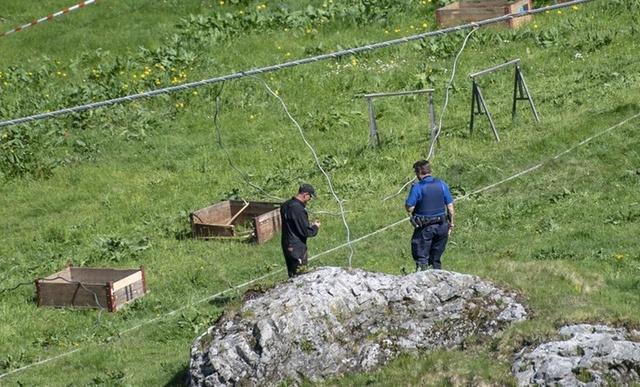 La escena del accidente ha sido acordonada por la policía.