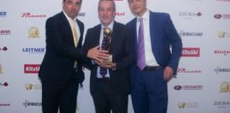 David Ros, Xavier González, Patxi Garralda, en representación de la estación de esquí de Boí Taüll, recibían el galardón