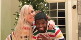 Vonn y P:K Subban posan delante del árbol de Navidad