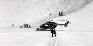 Efectivos de rescate de montaña cerca del área del refugio Tuckett (Trentino)