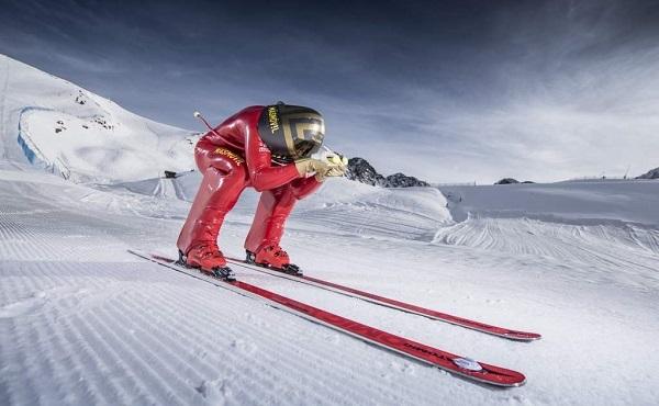 Jan Farrell vive con pasión el speed skiing, disciplina de la que es un gran divulgador.