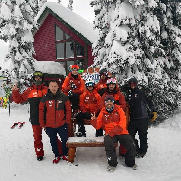El equipo español desplazado a Canadá, a punto para la prueba en Big White. © RFEDI-SPAINSNOW