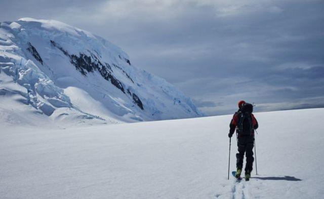 Otra imagen de Txikon tras su aventura que ha combinado navegación y escalada