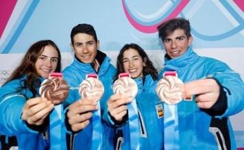 El equipo español mixto de esquí de travesía al completo