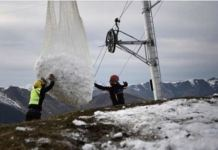 Momento del transporte de nieve en Luchon-Superbagnères