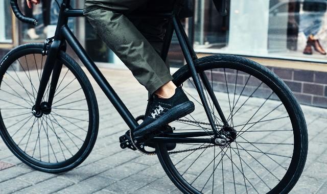 La vestimenta adecuada para comenzar a salir en bicicleta por la calle con el fin de guardar las distancias entre personas