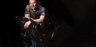 El técnico asegura que la bicicleta es una de las mejoras terapias físicas y psíquicas CRÉDITOS: Carlos Gil