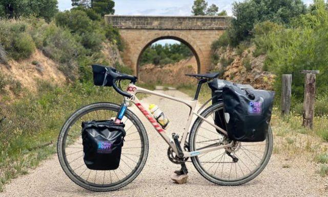 Las cinco alforjas que acompañarán a Mingote sobre su bicicleta