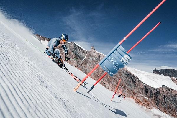 Juan del Campo, del equipo de alpino, entrenando en el glaciar suizo. FOTO: Spainsnow-@amarcster