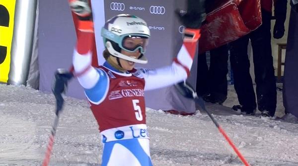 Michelle Gisin ha celebrfado su segunda plaza como si fuese una victoria.