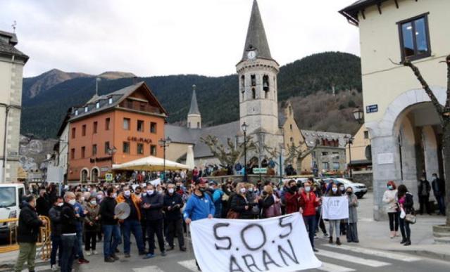 Los manifestantes se han concentrado delante del consistorio